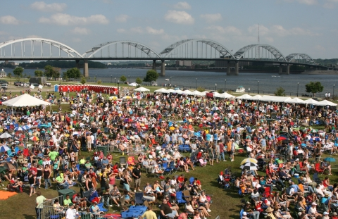 Quad Cities Rock the River in Davenport
